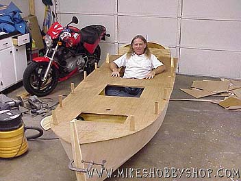 You are browsing images from the article: Big RC Boat